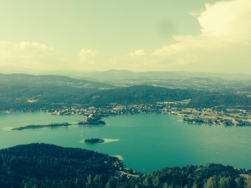 See Symbolbild Seevilla-Seegrundstueck-Luxus