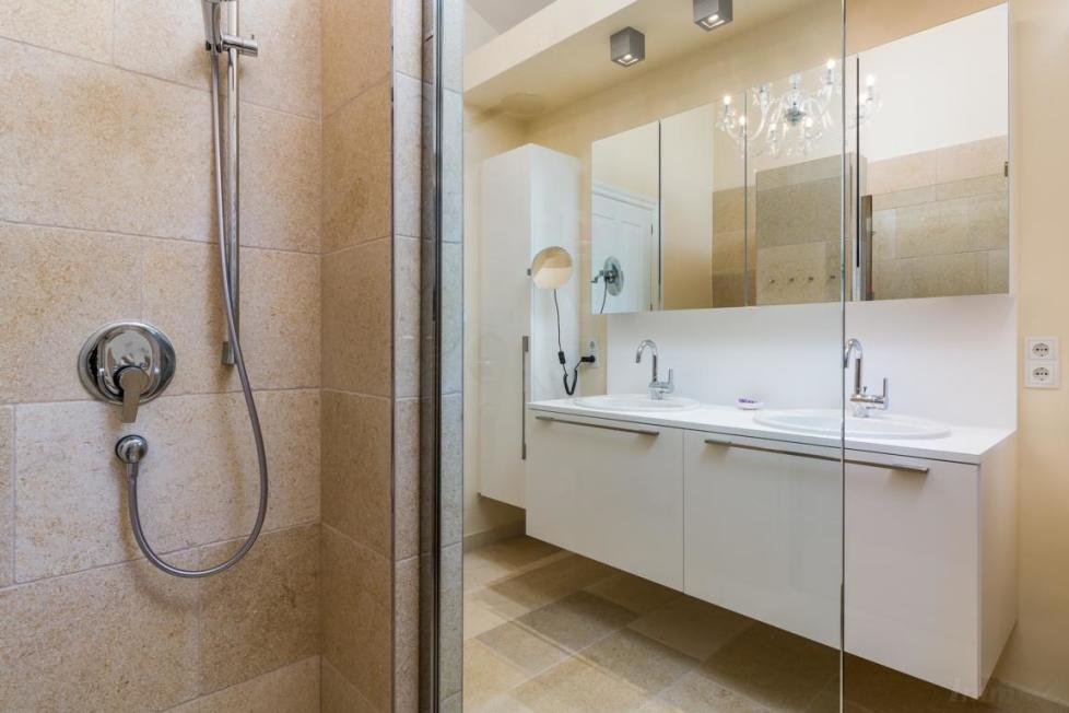 1st_Bathroom